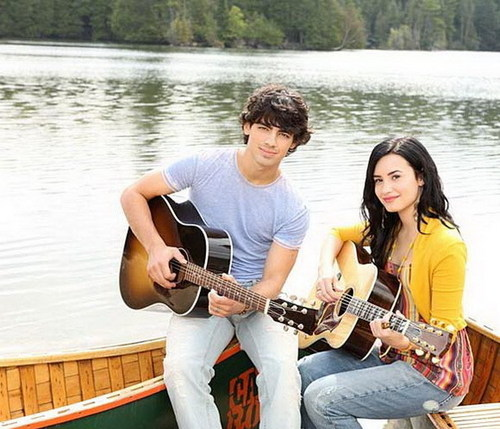 jemi-cute-couple-joe-jonas-14298237-500-429.jpg