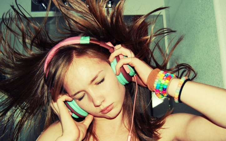 girl_headphones_happiness_83723_3840x2400